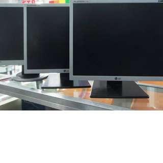 17inch LCD Monitor (Sqauretype) For Sale!!