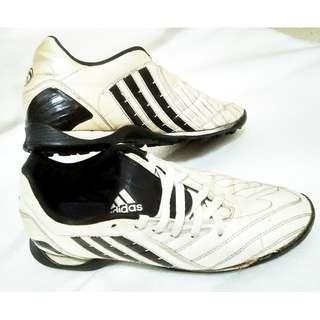 ~~~USED Adidas SiLVeR CoLOuRED SoCCeR / FootBaLL Shoes  $28 ~~~
