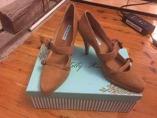 Tilly rose brown heels