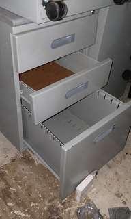 Pedestal cabinet