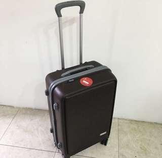 極新行李箱出租 日租70元 行李箱尺寸:41*59*25cm 直購價非行李箱售價 歡迎買家下標唷