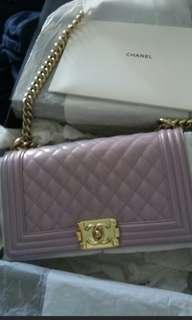 Chanel 18A dark pink maeve caviar chevron boy old medium 19e427378ba09