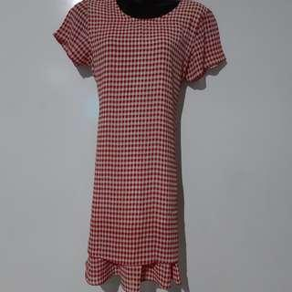🚚 Red square dress