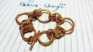 金色手鐲80年代中期之物品, 重金屬手鏈 190mm長度,男女都可以配戴,曾經是電影道具,合懷舊收藏迷收藏。