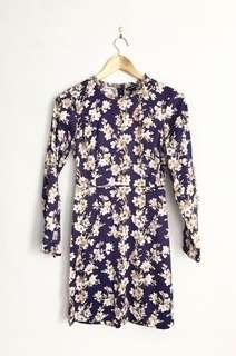 CLUB MONACO silk floral long sleeve dress
