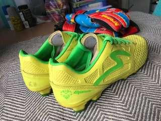 Football Boots Specs Cyanide
