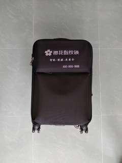 4 wheels suitcase