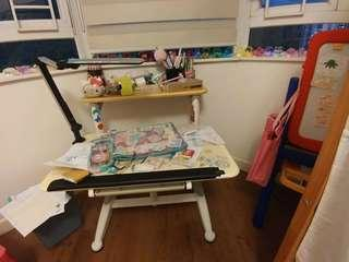 Adjustable table for toddler