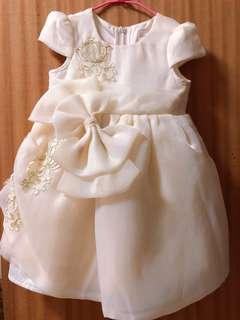 米白色蕾絲花朵蝴蝶結澎裙 女童裝(只穿過一次)