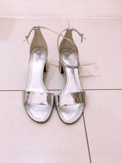 af73544cc69 LOuis Vuitton strapping heels