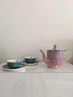 T2 teapot with 2 cups and saucers