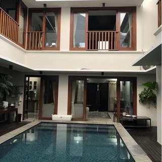 Rumah mewah full Furnish swimming pool di Ragunan, Jakarta Selatan (Rini)