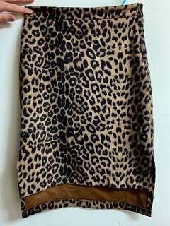 🚚 豹紋包臀裙