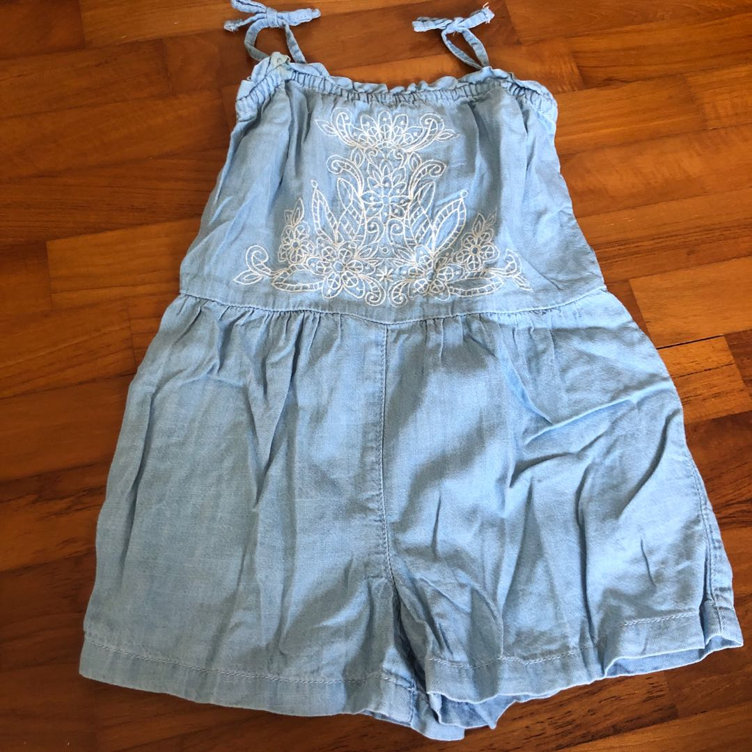 b65c0a42d9f 3T Baby Gap embroidered Chambray romper