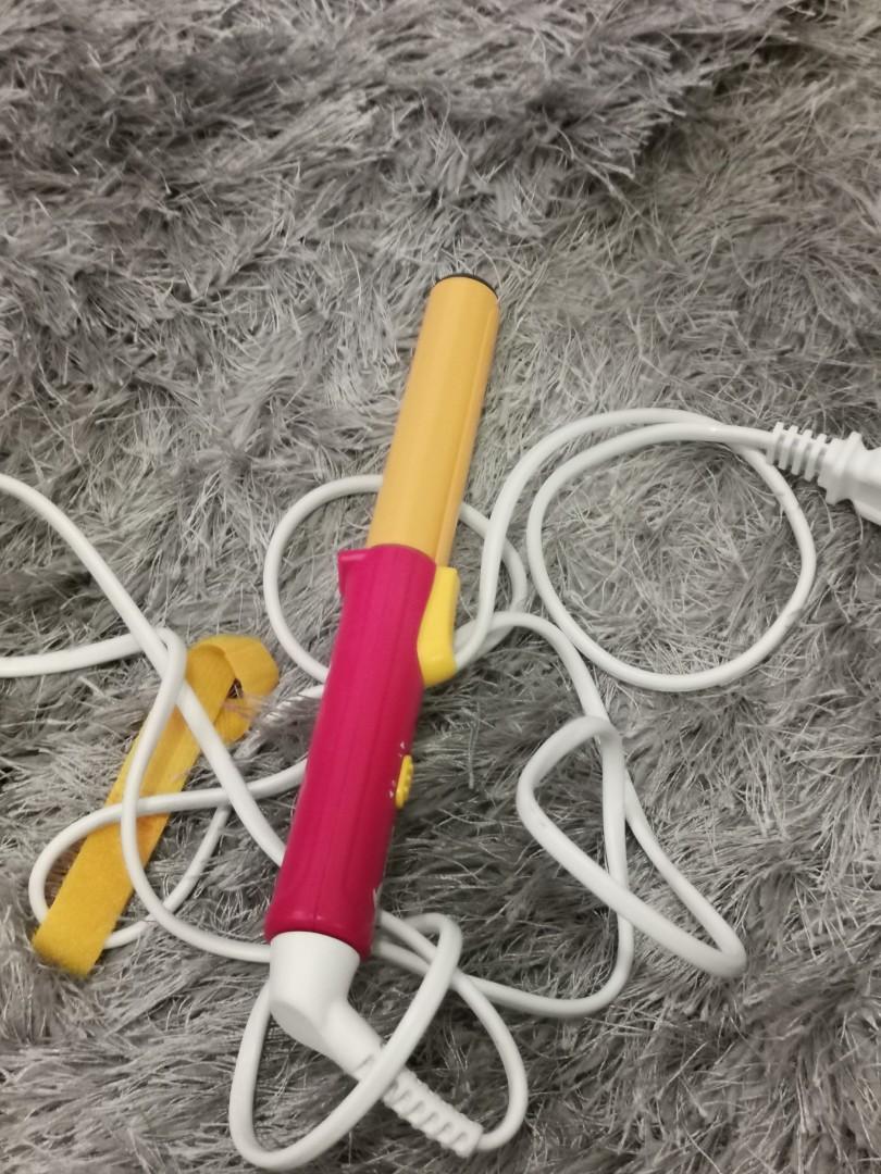 Convenient hair curling iron