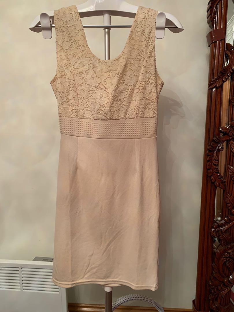 Cream dress with bow on back - lace bodice - a line skirt - zipped - small / medium