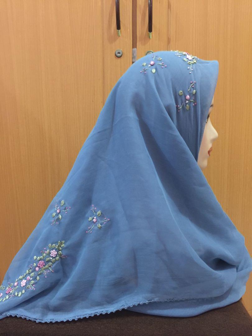 Hijab segiempat bordir