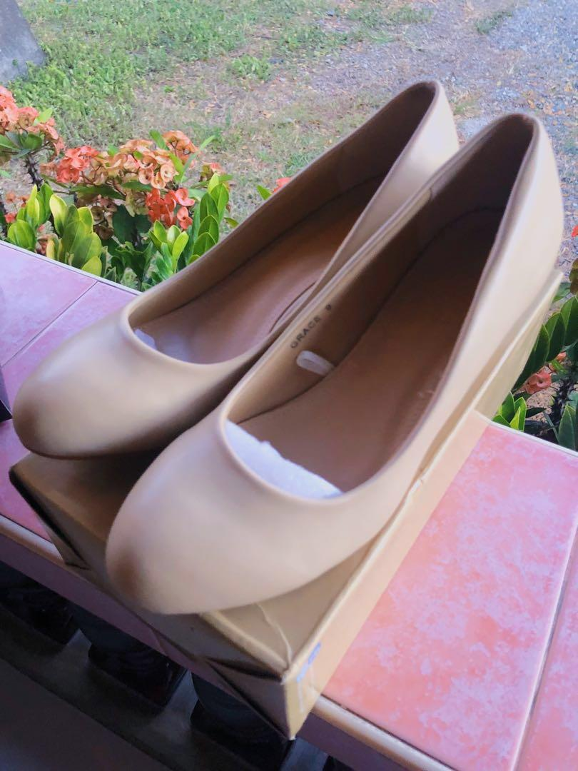 flesh shoes size 9 with 2-inch heels