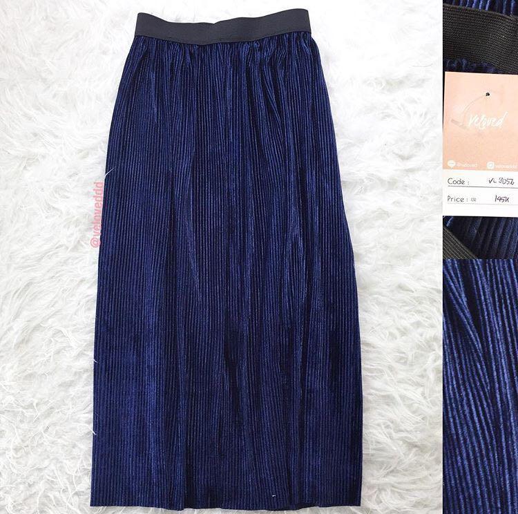 abb45a421 VL9056 New Korean navy velvet pleated midi skirt, Women's Fashion ...
