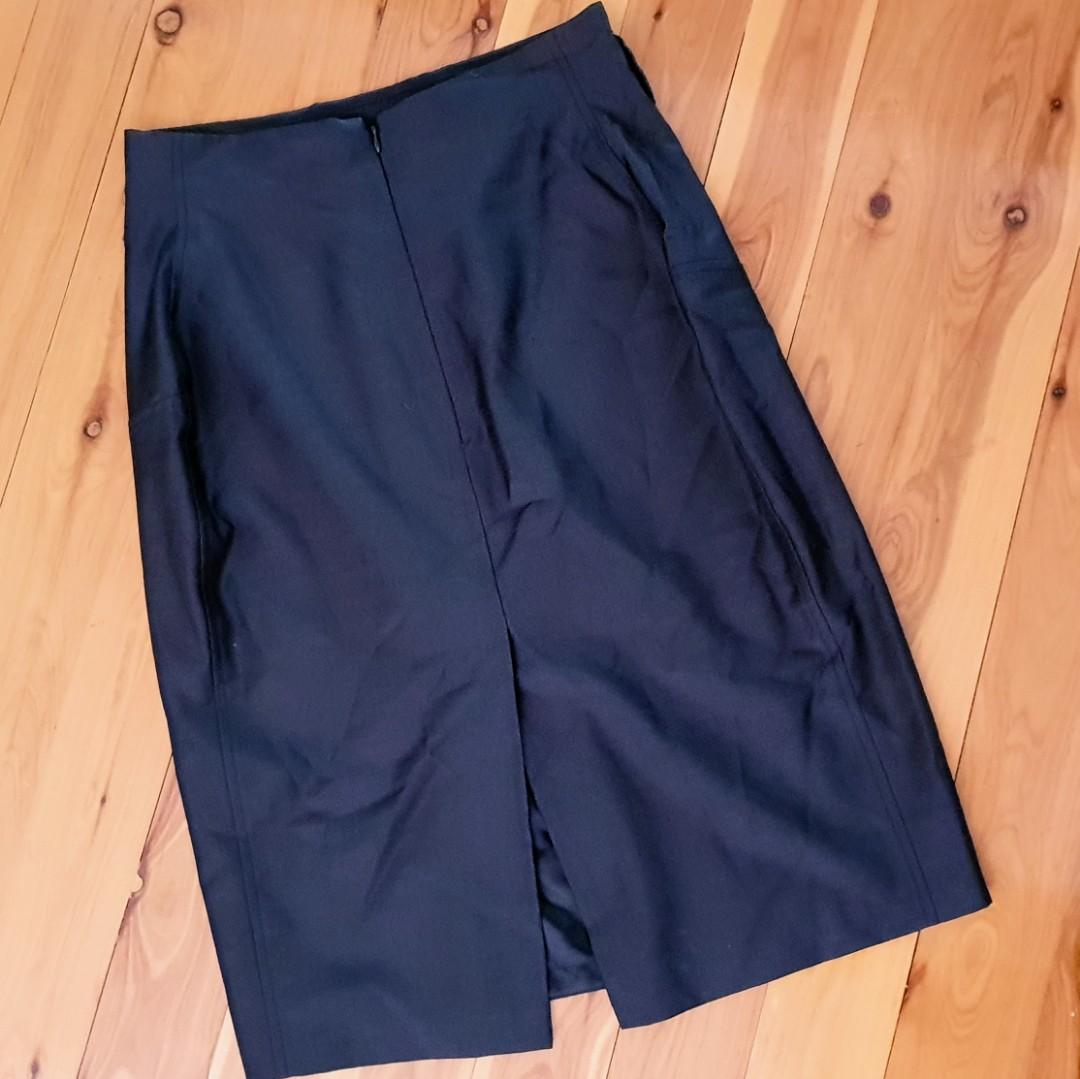 Women's size 12 'LIMITED EDITIONS' Gorgeous black woolblend pencil skirt -AS NEW
