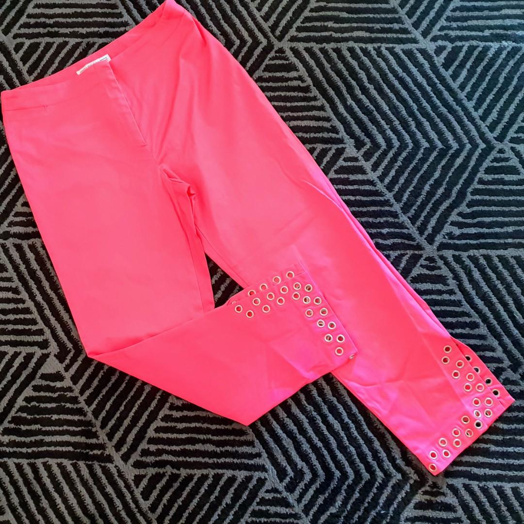 Women's size S 'SIROCCO' Gorgeous pink 3/4 capri pants with eyelets - AS NEW