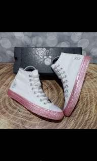 Converse x miley cyrus white pink