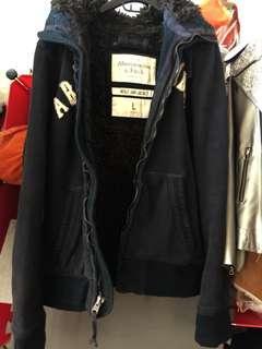 A&F 柔軟毛海連帽外套 賣的是厚磅黑色