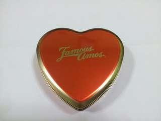 🚚 Heart-Shaped Tin Case