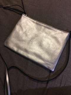 🚚 H&M 銀色小側包 (原價399)