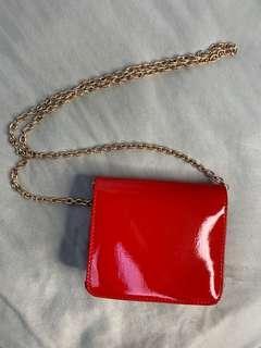 Red vinyl bag gold chain (detachable)
