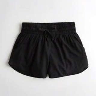 BN Hollister Woven Curved Hem Shorts