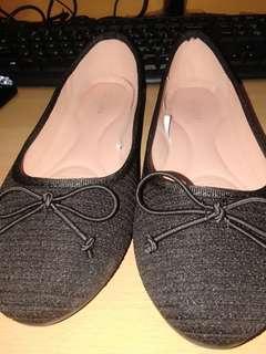 St.yves flatshoes hitam uk. 40