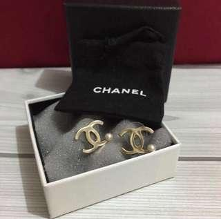 🚚 *Price Reduced* - 💯Authentic Chanel Pearl Earrings