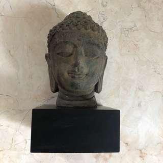 Patung Kepala Budha