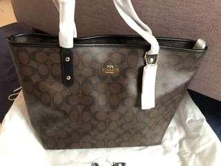 🚚 Authentic COACH Signature C Monogram Elegant Shoulder Bag in Brown Black