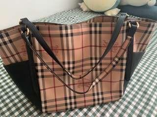 🚚 Burberry Tote Bag