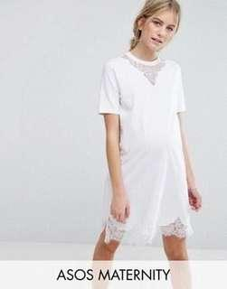 🚚 White maternity T-shirt dress with lace