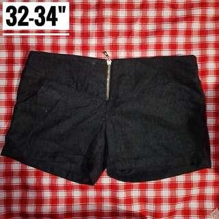 "32-34"" Black Regular Waist Shorts"