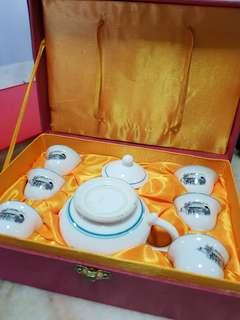 🚚 Chinese teapot and teacups