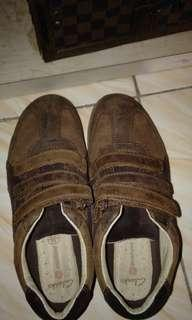 Clarks Shoes sz4.