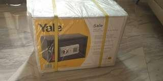 🚚 Yale safe for sale