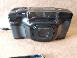街拍稱王。RICOH RZ-750全能全自動菲林相機。有連拍,重曝功能。