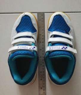 🚚 Yonex Badminton sports shoes, size 21