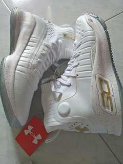 Curry 4 basketball shoe