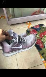 Nike紫色跑鞋