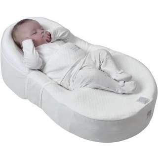 Red castle Cocoonababy with 2 waterproof sheet and 2 fitted sheet 90%new