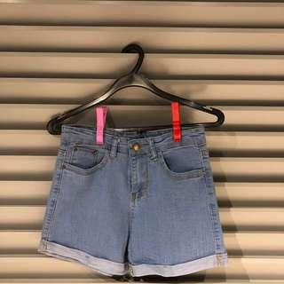 blue denim folded jeans short
