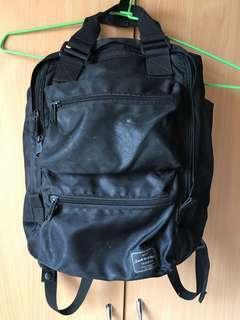 🚚 多功能收納 多夾層 筆電後背包