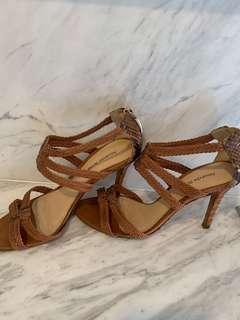 🚚 Alexandre Birman heels