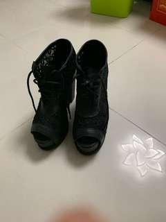 🚚 Lace heel